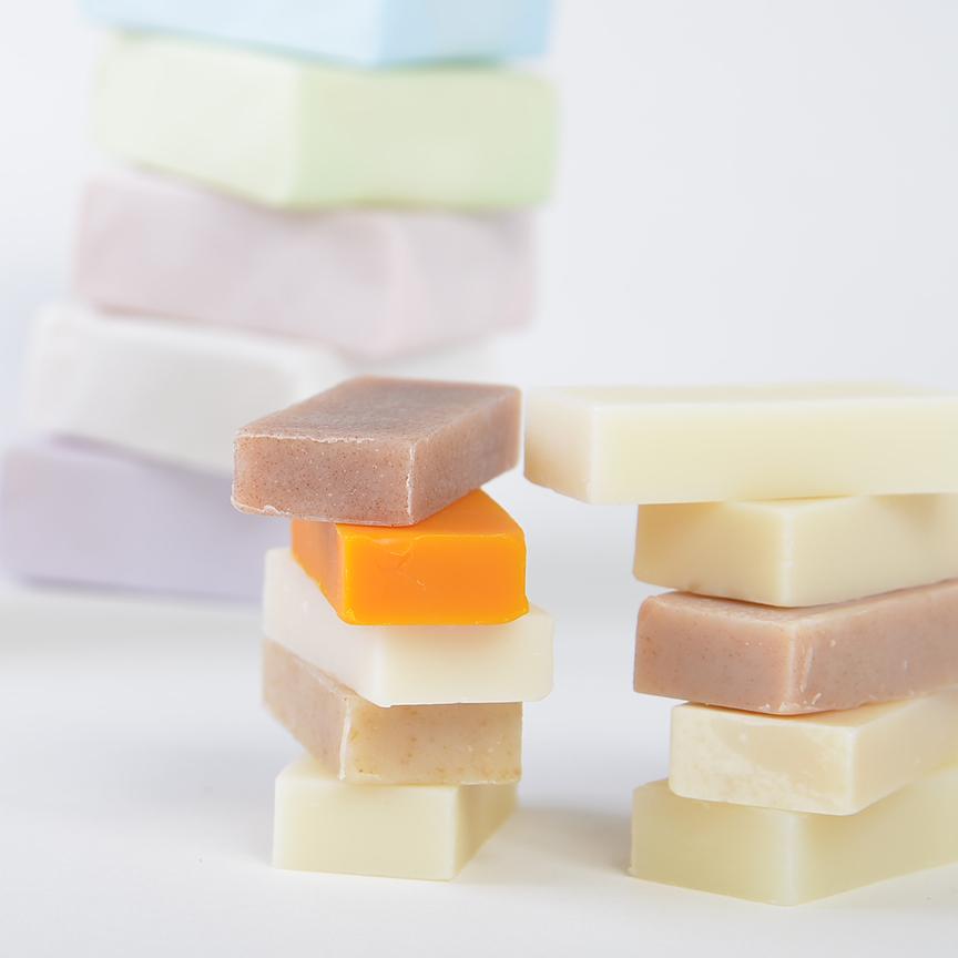 キャンディーみたいな色とパッケージ とってもカラフルな石けん(北海道)