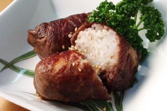 病みつき簡単肉巻きおにぎり(おむすび)の作り方