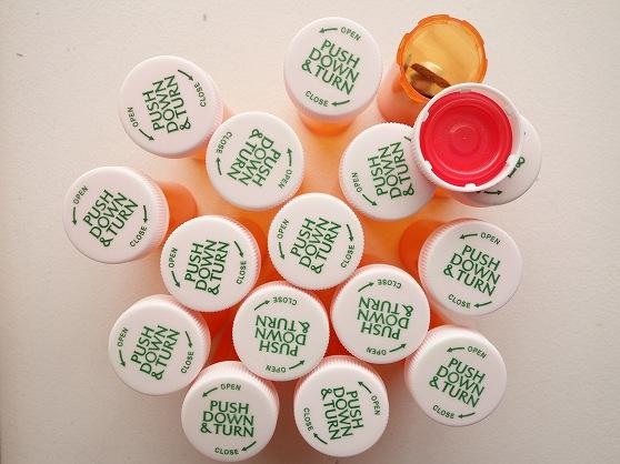 オレンジ色のピルケース