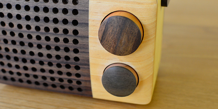 木製ラジオ「IKoNO++(イコノ)」周波数とボリューム調整のダイアル