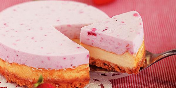 こだわり苺たっぷりの3層のチーズケーキ