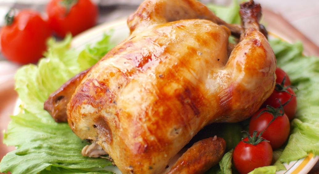 にんにく・お酢・ハーブたっぷりのパワフルフード!まるごと鶏1羽「ブエノチキン」って?(沖縄)