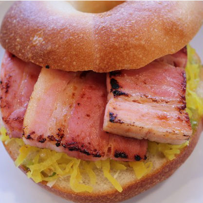 ジューシーな厚切りベーコンとたくあんのベーグルサンド!? 個性的な3つのサンドイッチレシピ