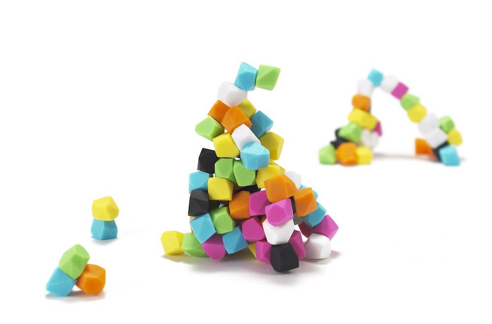 お菓子みたいな色をした小さな石の正体は...?
