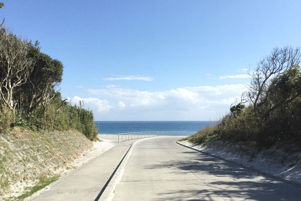 島のどこから歩いてもすぐ海にたどり着きます