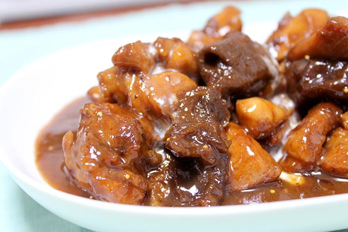 とろとろおいしそうな鶏肉のバルサミコ酢煮の完成です!