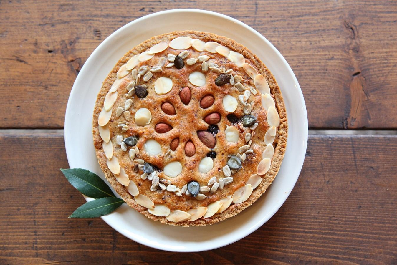 こちらは「六種のナッツ&シードの絹タルト」。