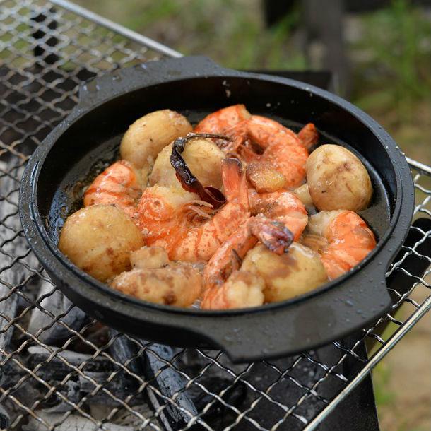 バーベキューに最適! スキレットでつくる「海老ときのこのアヒージョ」レシピ
