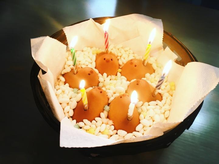 ひよこにローソクを刺して黒魔術的に誕生日をお祝いしました【編集部の交換日記】