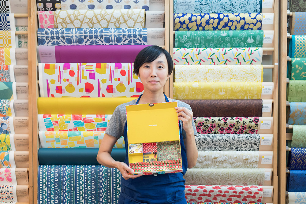 """職人さんの技と1000種類の紙から生まれる""""貼箱""""って? 箱の専門店「BOX&NEEDLE」の話"""