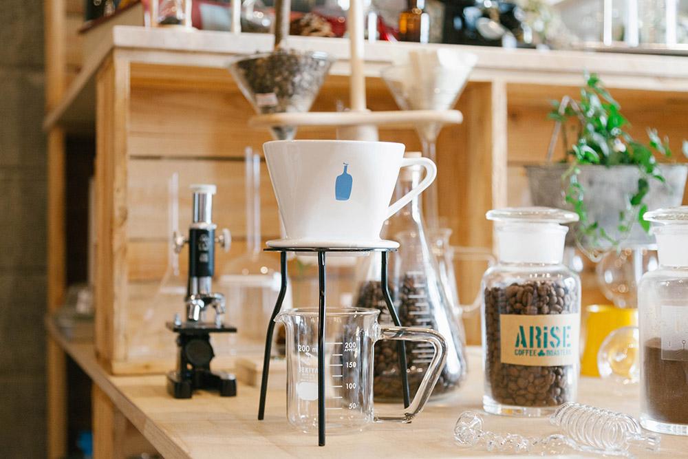 ビーカーがコーヒーカップに変身! 清澄白河から実験器具のユニークな使い方を発信する「リカシツ」さんの話。