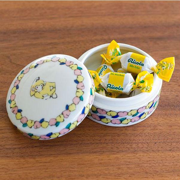 ポップなイラストシールで世界に1つのうつわを作れちゃう!九谷焼ブランド「KUTANI SEAL」